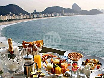 Breakfast at the Copacabana Fort + stroll along the boardwalk